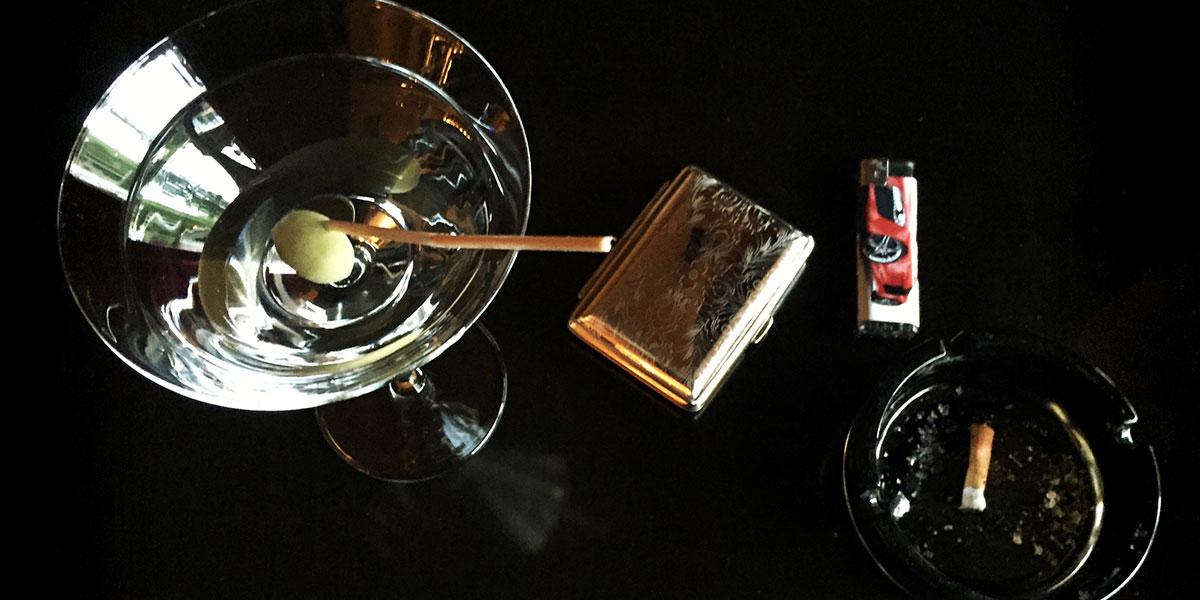Martiniglas mit Rauchwerk und Ascher - willkommen in der bar nordwärts